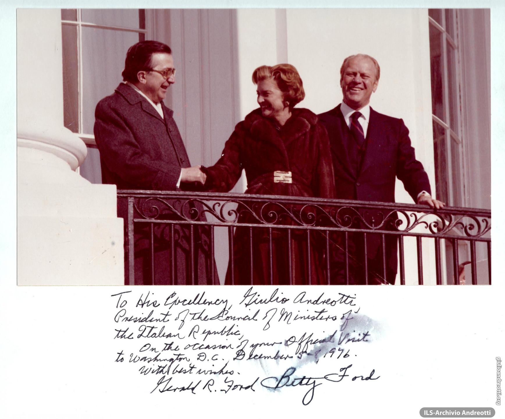 Foto con dedica di Gerald e Betty Ford in occasione della visita ufficiale di Andreotti al Presidente degli Stati Uniti il 5 dicembre 1976