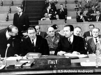 Parigi, dicembre 1962. Andreotti al Comitato Piani Difesa della NATO.