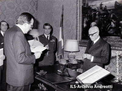 21 marzo 1979. Andreotti giura davanti al presidente della Repubblica Pertini. Nasce il governo Andreotti V