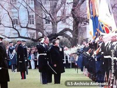 Visita di Andreotti in USA nell'aprile 1973. Cerimonia con Nixon alla Casa Bianca.