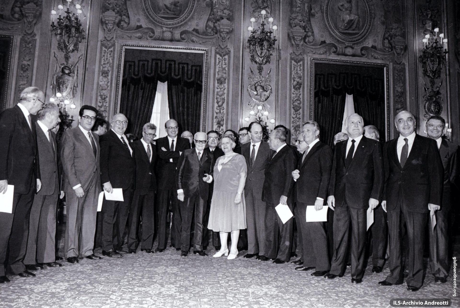 4 agosto 1983. Il Governo Craxi I. Andreotti è ministro degli Esteri.