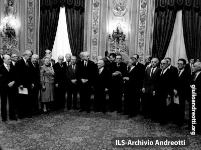 18 aprile 1987. Il governo Fanfani VI. Andreotti è ministro degli Esteri.