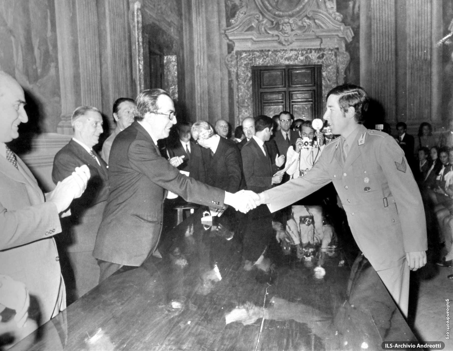 27 settembre 1972. Premiazione a Palazzo Chigi degli atleti italiani vincitori di medaglie alle Olimpiadi di Monaco. Il Presidente premia Gustav Thoeni