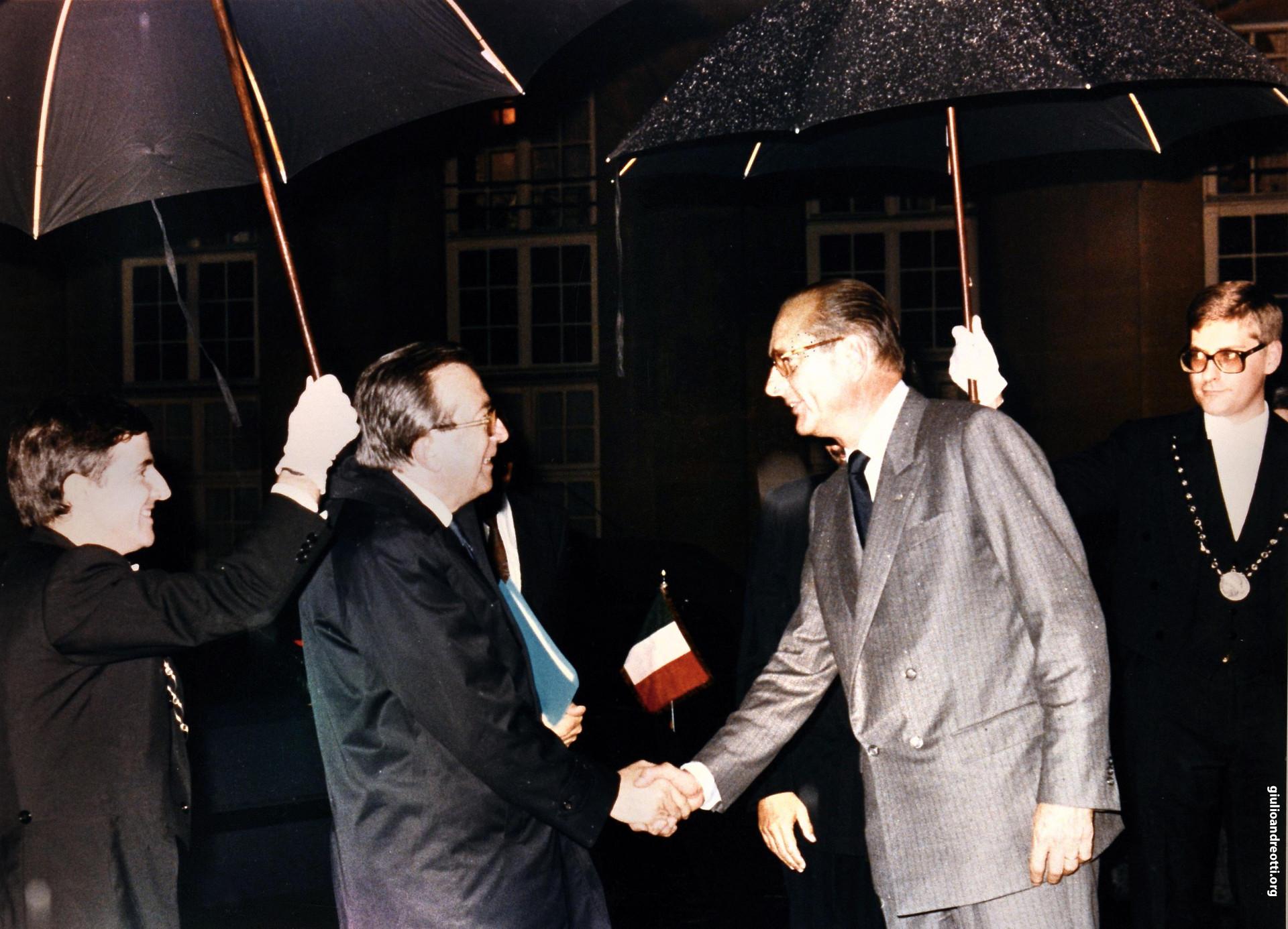 20 10 1987. Incontro all'Eliseo con il presidente francese Chirac (foto Oliverio)