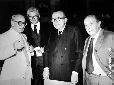 Premio Strega 1984. Andreotti con Gianni Granzotto e Guido Alberti