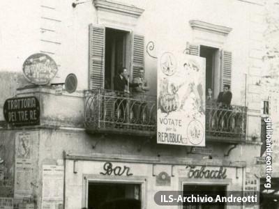 1946. Viterbo, Piazza delle Erbe.
