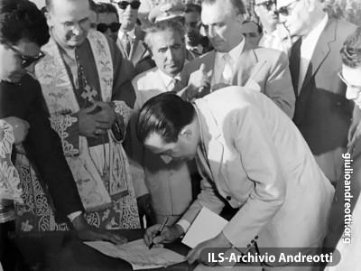 1959. Posa della prima pietra del porto di San Felice Circeo (LT)