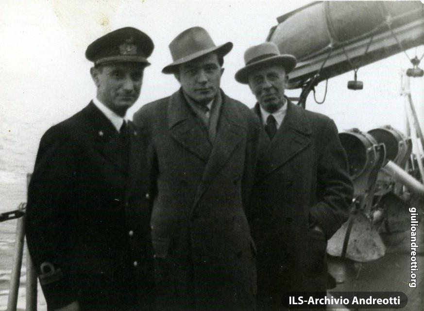 1946. Andreotti verso Ponza, in campagna elettorale per il referendum Monarchia-Repubblica.