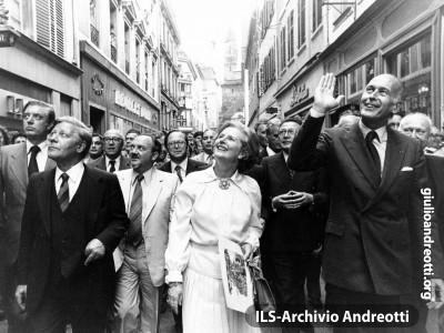 21 giugno 1979. I leader europei a passeggio nelle strade di Strasburgo in occasione del Consiglio europeo.