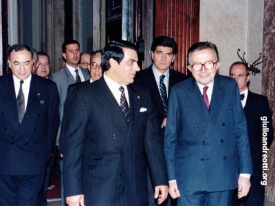 A colloquio con il presidente tunisino Ben Alì a palazzo Chigi. 1990 (foto Agi)