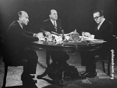 """1971. Tribuna politica con il segretario del MSI Giorgio Almirante e Giorgio Vecchietti. Andreotti enuncia la teoria dei """"voti in libera uscita"""""""
