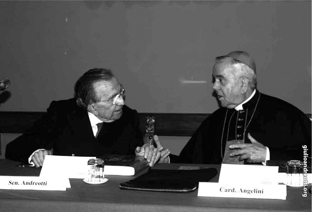 Con il cardinale Fiorenzo Angelini (foto Osservatore Romano)