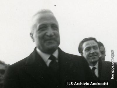 1947. Andreotti con Enrico De Nicola, Capo provvisorio dello Stato.