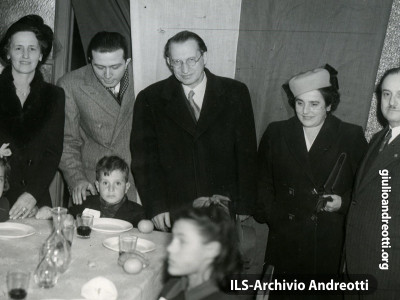 31  dicembre 1947. Pranzo per i bambini poveri in Viminale.