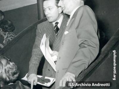 Il Presidente del Consiglio, Alcide De Gasperi e Giulio Andreotti.