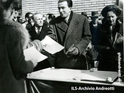 Roma, inaugurazione del Villaggio dei Giuliani. Era il febbraio 1948.