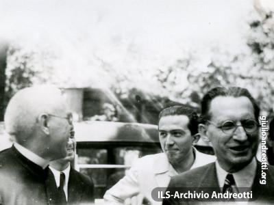 1948. Giulio Andreotti con Alcide De Gasperi a Merano.