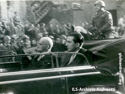 Il 12 maggio 1948, Andreotti accompagna al Quirinale Luigi Einaudi.