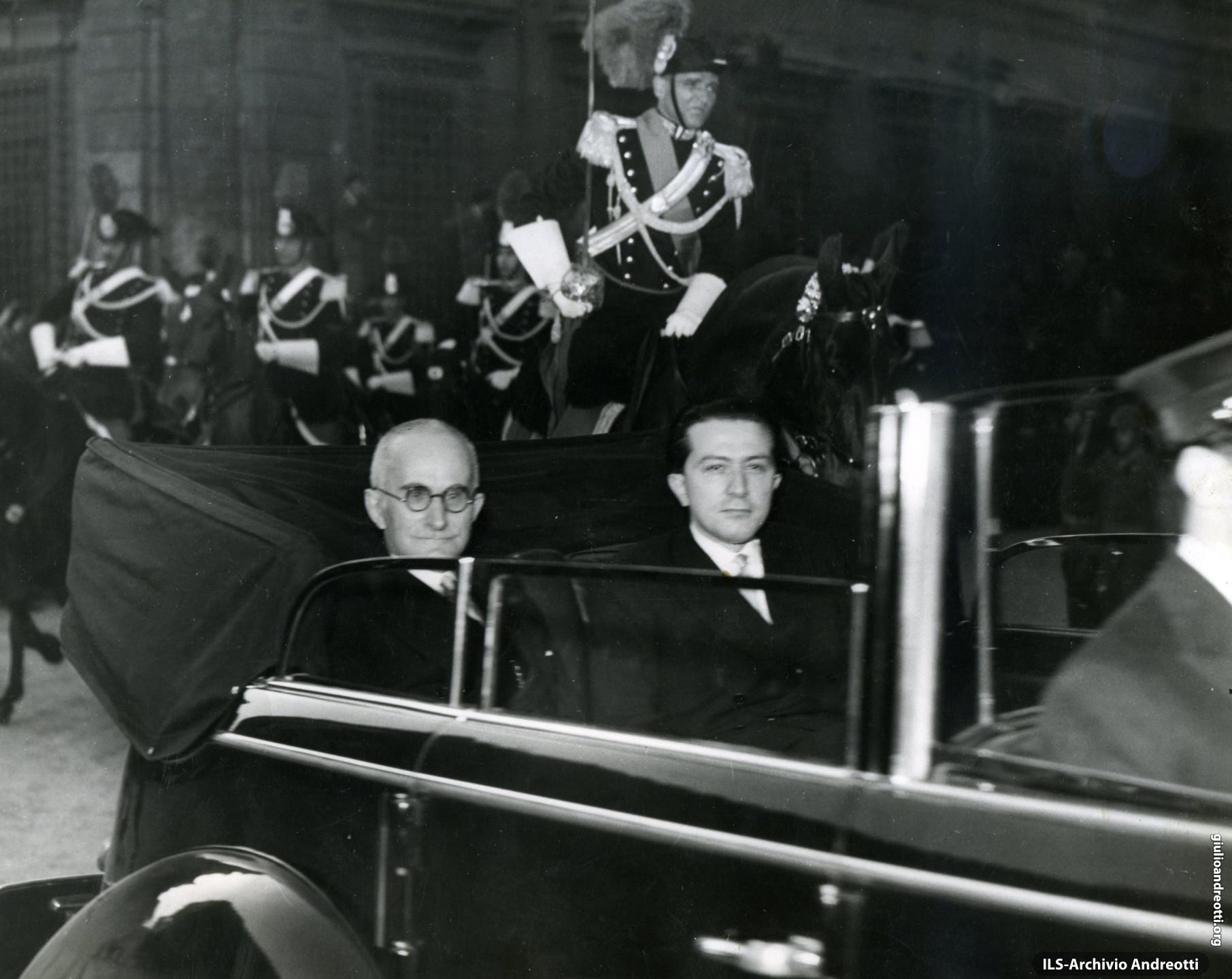 12 maggio 1948. Giulio Andreotti accompagna in Quirinale il neo-presidente della Repubblica, Luigi Einaudi.