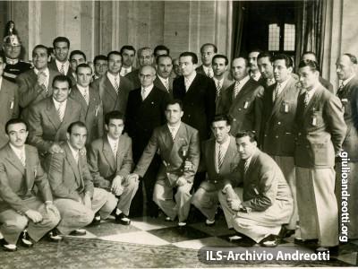 7 ottobre 1948. Andreotti, insieme con il Presidente del CONI Onesti, accompagna da Einaudi gli atleti olimpionici.
