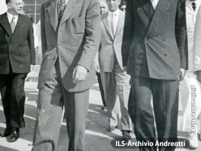 20 agosto 1948. Andreotti accoglie lo Scià di Persia.