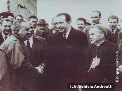 Tivoli 1948. Con il vescovo Favari.