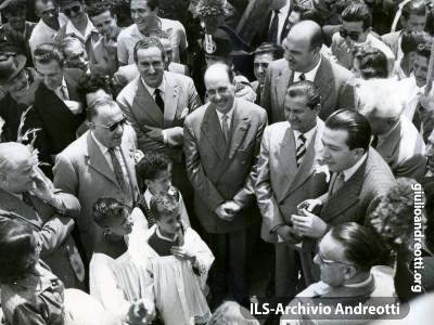 12 maggio 1949. Inaugurazione del complesso immobiliare Villaggio dei Cronisti.