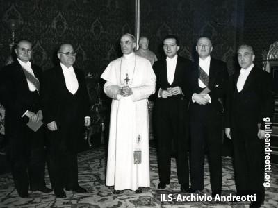 Delegazione governativa con Andreotti e Gonella ricevuta da Pio XII