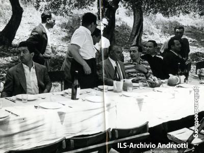 Pranzo in campagna con Franco Evangelisti nell'agosto del 1950.
