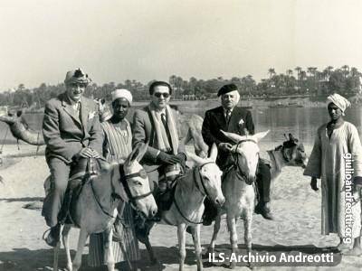 Giulio Andreotti durante il viaggio in Egitto nel febbraio 1951.