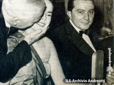 Andreotti con Charlie Chaplin e la moglie Oona O'Neill.