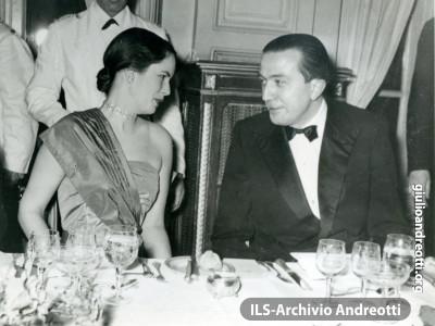 Andreotti con Oona O'Neill.