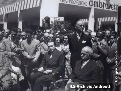 Andreotti con Einaudi a una manifestazione espositiva.