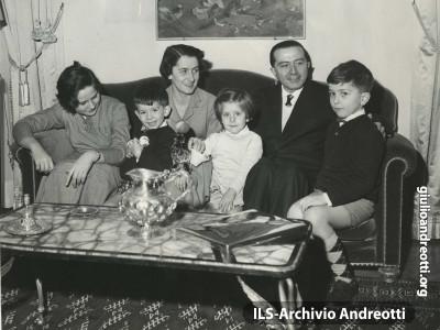 Foto di famiglia nel gennaio del 1958.