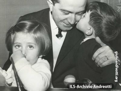 Giulio Andreotti con i figli Stefano e Serena.