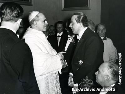 In udienza da Pio XII nel 1957.
