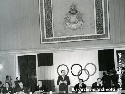 Andreotti Presidente del Comitato organizzatore delle Olimpiadi di Roma nel 1960.