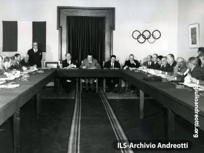 Riunione del Comitato organizzatore delle Olimpiadi di Roma del 1960.