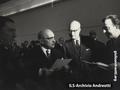 Parigi, dicembre 1962. Comitato dei Piani di Difesa della NATO.