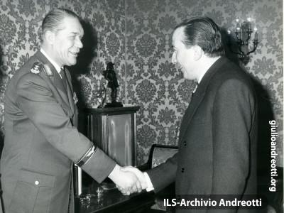 29 gennaio 1963. Andreotti con il generale Panitzki.