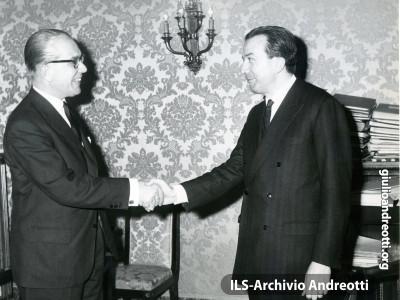 1963. Andreotti incontra Von Massel.