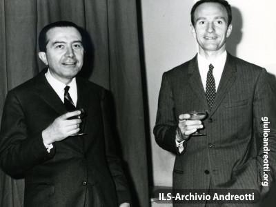 1966. Andreotti con Abdon Pamich.