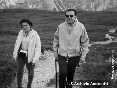 Andreotti a passeggio in montagna.