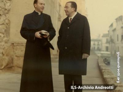 Andreotti con l'amico d'infanzia Angelo Felici.