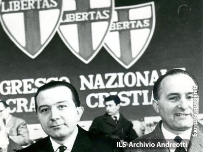 Giugno 1969. Andreotti con Scalfaro al XI congresso della DC.