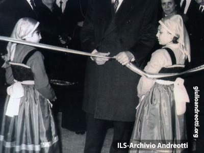 19 marzo 1968. Inaugurazione di una scuola media.