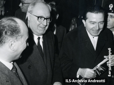 Giulio Andreotti con Giuseppe Saragat.