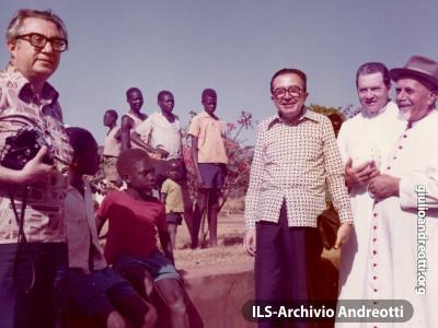 Gennaio 1974 Morulem (Uganda), visita al lebbrosario.