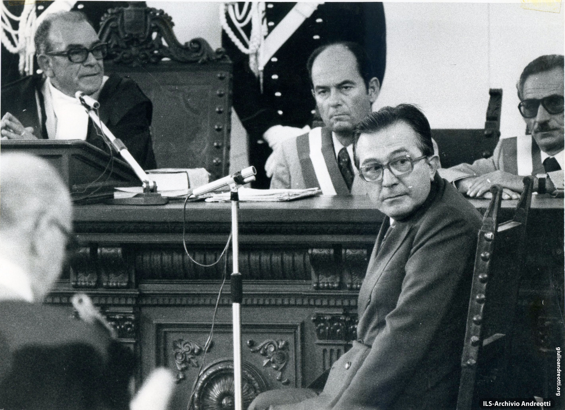 15 settembre 1977. Giulio Andreotti testimonia al processo di Catanzaro sulla strage di Piazza Fontana.