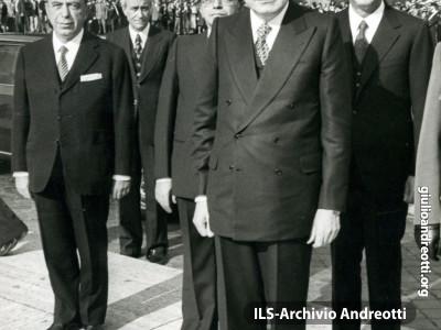 4 novembre 1977. Omaggio al Milite Ignoto.